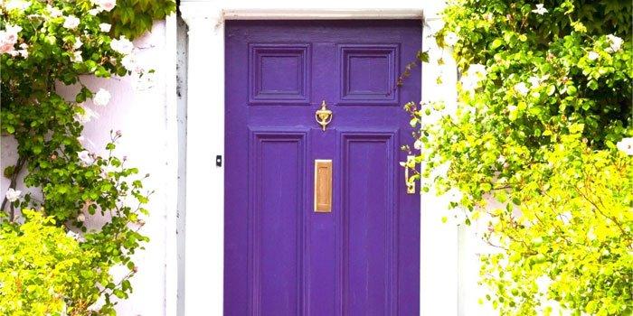 Culori indraznete pentru usa de exterior. Decoreaza cu stil!